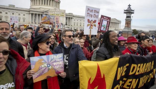 """Зірку фільму """"Джокер"""" арештували на кліматичному протесті у Вашингтоні"""