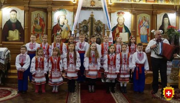 В Острозі заспівали 600 колядників зі всієї України