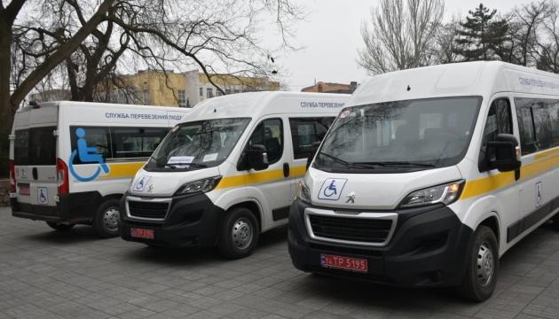 Громади Миколаївщини отримали автомобілі для перевезення осіб з інвалідністю