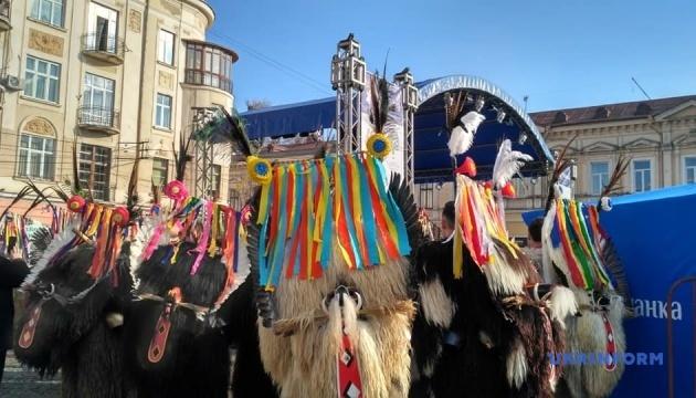 Маланка-фест у Чернівцях зібрав 30 колективів