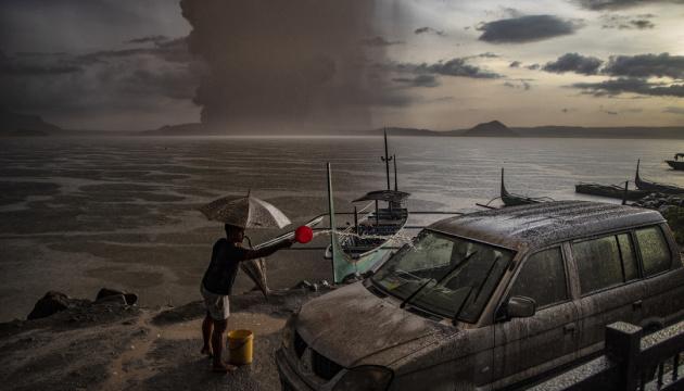 На Філіппінах через вулкан можуть евакуювати близько 200 тисяч осіб