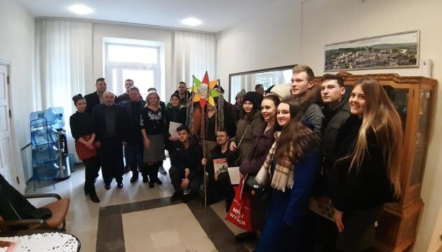 Українські студенти Люблінської політехніки заспівали Різдвяні колядки в генконсульстві України