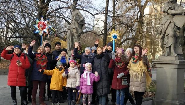 Колядку «Нова радість стала» заспівали представники української школи у Варшаві