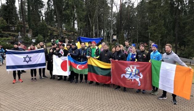 Представники посольства України взяли участь у забігу до Дня захисників свободи Литви