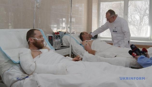 У Дніпро евакуювали п'ять захисників із зони ООС