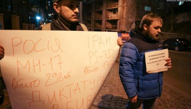 У Києві пікетували посольство Ірану на підтримку демонстрантів в Тегерані