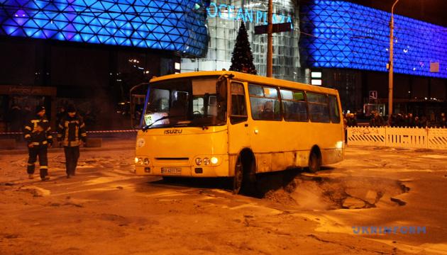 Прорив труби біля Ocean Plaza: рух вулицею Антоновича відновлять 15 січня