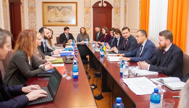 Die Ukraine und Großbritannien beginnen Konsultationen über neues Kooperationsabkommen