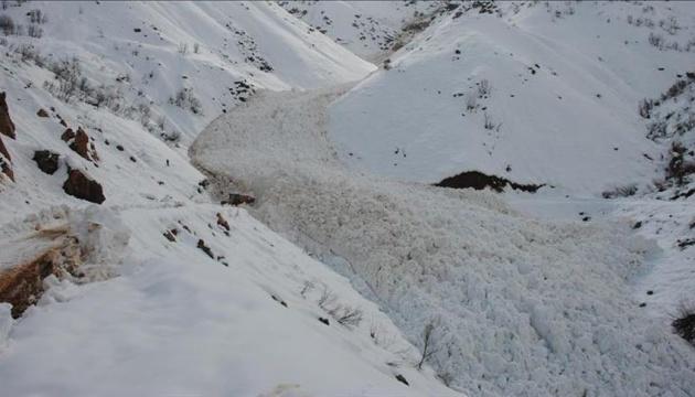 Від лавини в Кашмірі загинули понад 20 людей