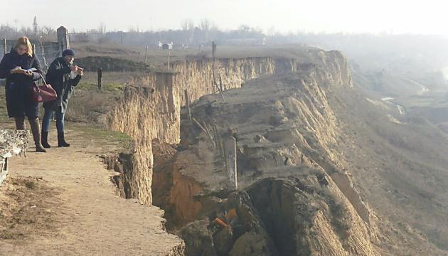 В Очакові зсув берегових схилів утворив тріщину у майже пів кілометра