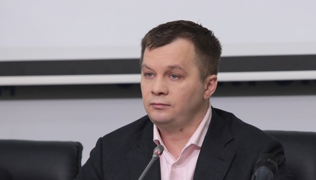 Половина українців працюють нелегально або за кордоном - Милованов