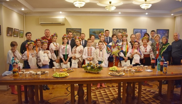 Колядки й щедрівки від українських школярів лунали у посольстві України в Молдові
