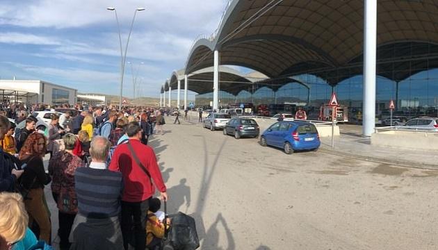 В іспанському аеропорту сталася пожежа, евакуюють літаки