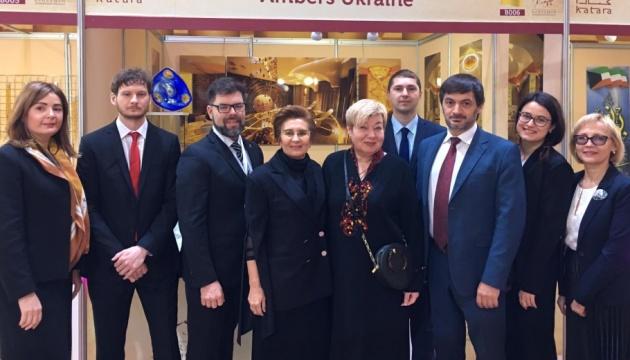 Український бурштин презентували на міжнародній виставці у Катарі