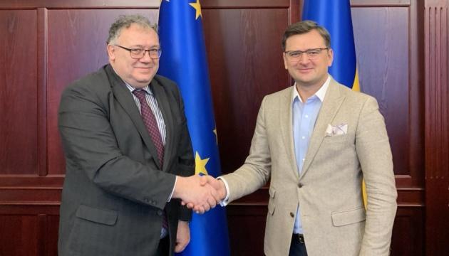 Kuleba espera que la ley sobre la educación secundaria mejore las relaciones con Hungría