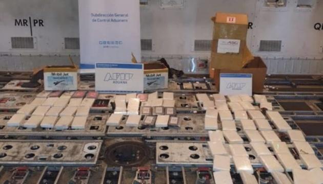 У літаку нідерландської авіакомпанії виявили 82 кг кокаїну