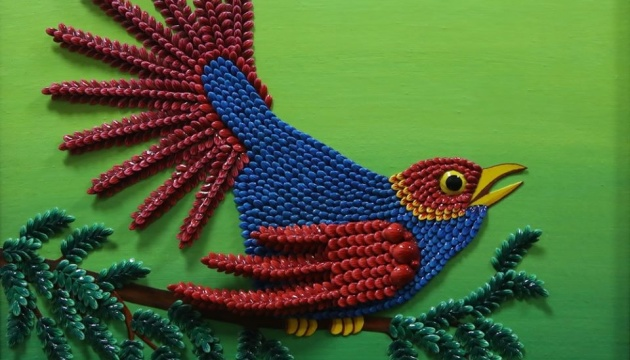 В Харькове народная мастерица представила панно, выполненные из семян