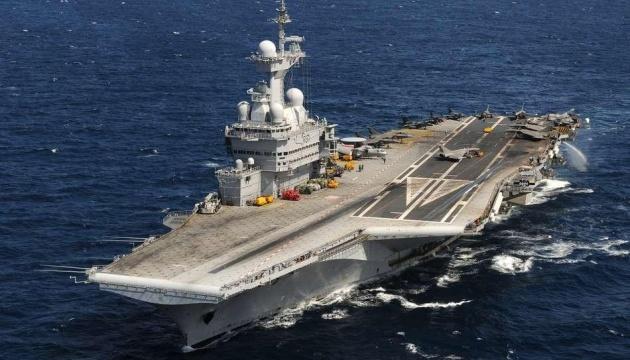 Франция отправит на Ближний Восток авианосец