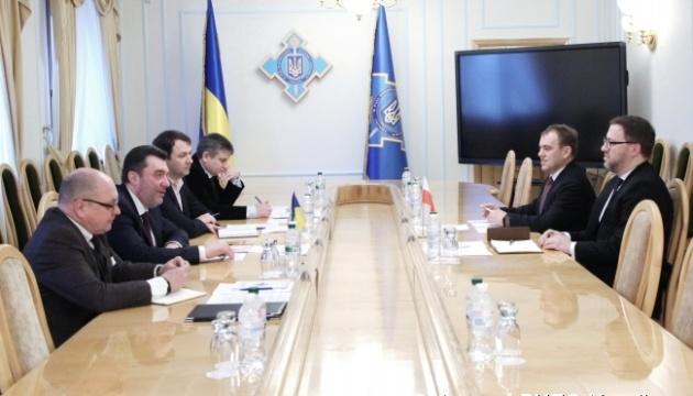 Секретар РНБО обговорив розслідування авіакатастрофи в Ірані з послом Польщі