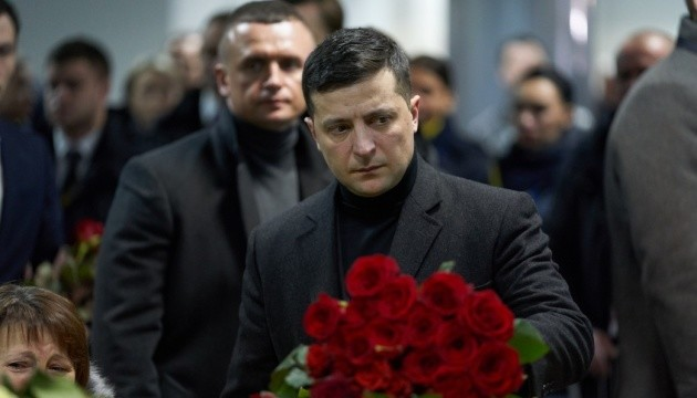 Zelensky asiste a la conmemoración de los fallecidos en el accidente aéreo cerca de Teherán