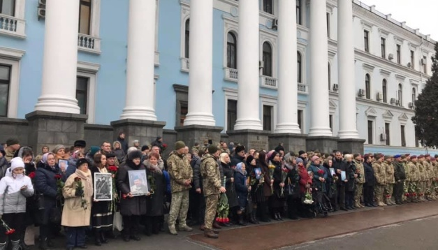 Ukrainian president commemorates Donetsk airport defenders