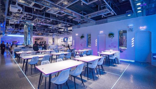 У Китаї відкрили перший роботизований ресторан