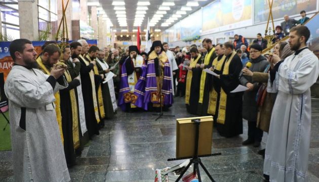Пам'ять загиблих «кіборгів» у Херсоні вшанували молебнем в аеропорту