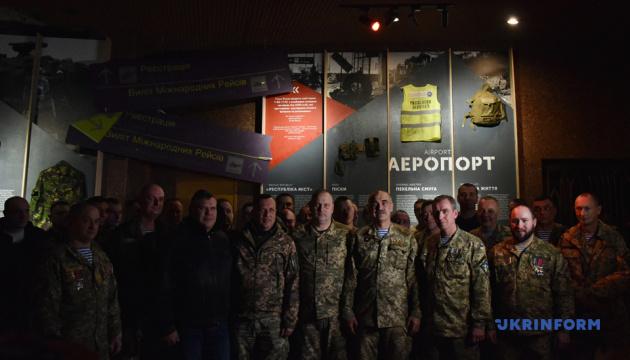 Память защитников Донецкого аэропорта почтили в музее Второй мировой