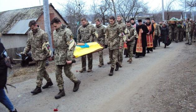 На Житомирщині попрощалися з бійцем, який загинув від кулі снайпера