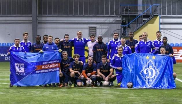 """""""Динамо"""" провело традиційну акцію проти расизму серед своїх фанатів"""