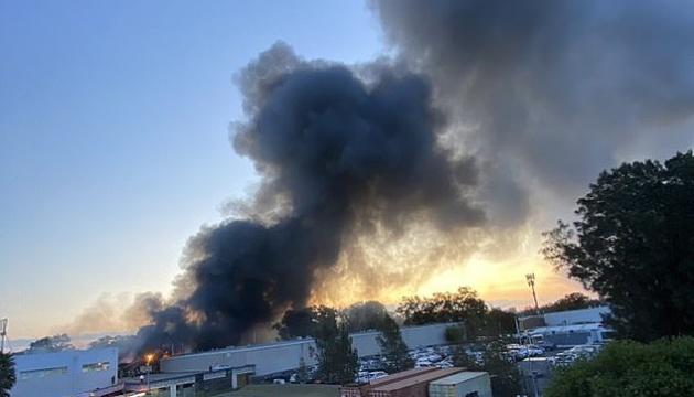 Возле аэропорта Сиднея вспыхнул масштабный пожар