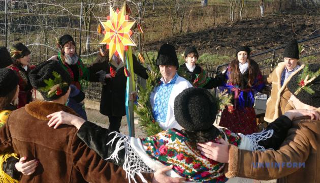 Українське село, де Василів в'яжуть