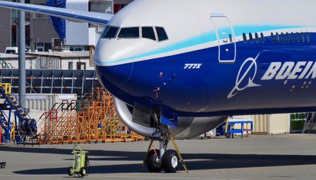 Новий Boeing 777X вперше піднявся в повітря