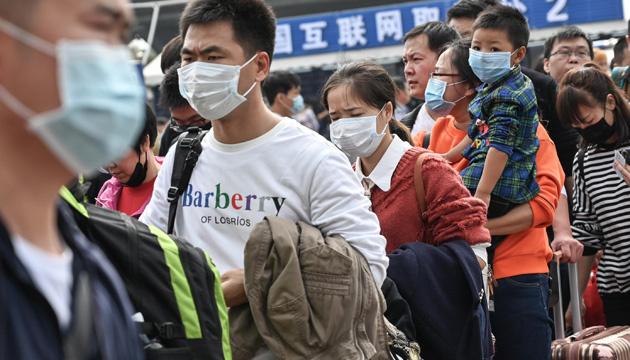 """В Китае """"закрыли"""" уже третий город из-за коронавируса"""