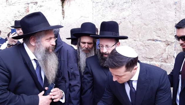 Zelensky visits Western Wall to pray for peace in Ukraine