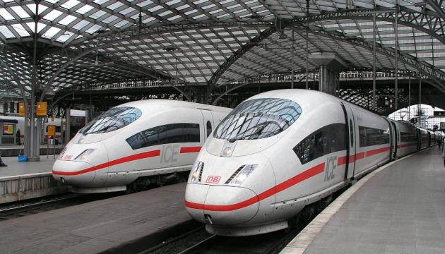 Україна не обмежуватиме залізничні, автобусні та автомобільні перевезення