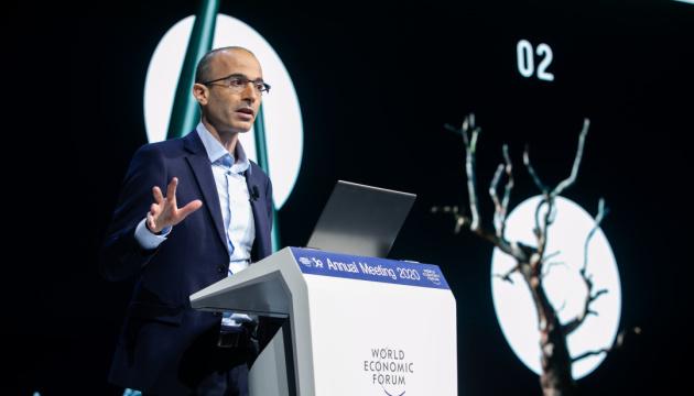 Харарі у Давосі: Розвиток штучного інтелекту може призвести до