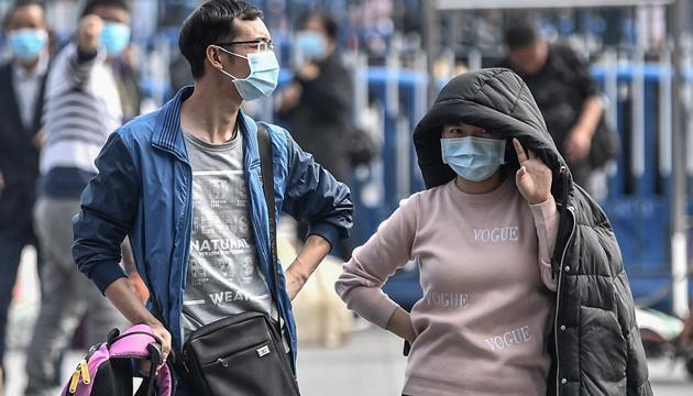 У Китаї від зараження коронавірусом помер лікар