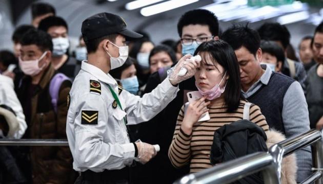 Через коронавірус у Китаї закрили вже 13 міст