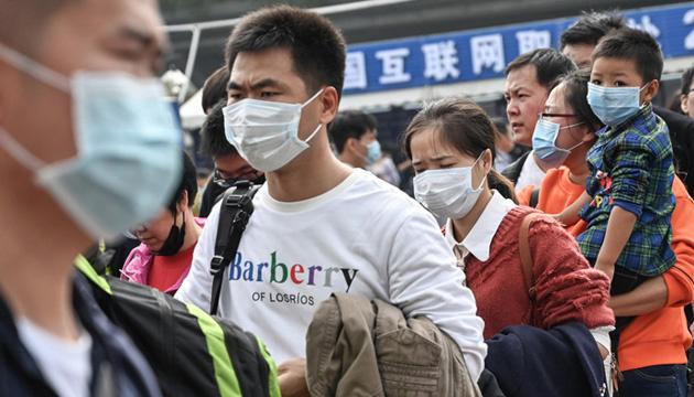 У Китаї дезінфікують весь транспорт та перевіряють пасажирів
