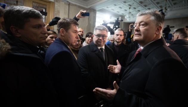 Защита Порошенко подает 14 исков о возмещении морального ущерба