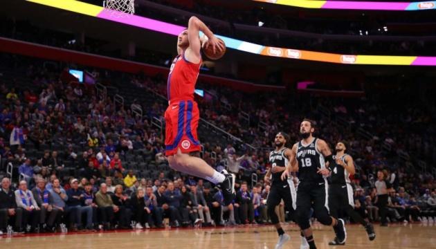 НБА: Михайлюк набрал 14 очков, «Детройт» проиграл «Мемфису»