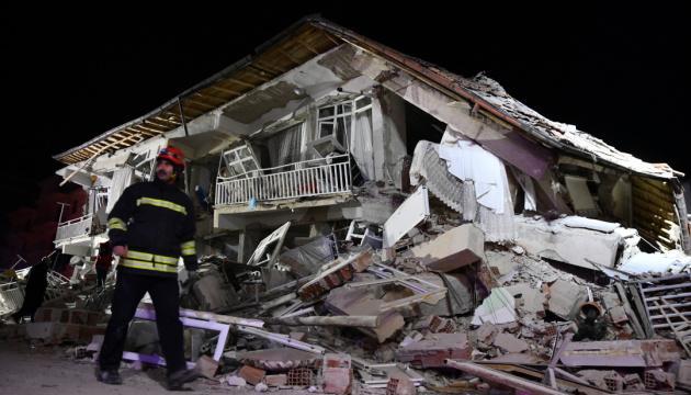 Кількість жертв землетрусу на сході Туреччини зросла до 10