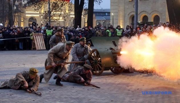 В Киеве провели реконструкцию боя за