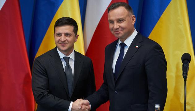 """Зеленський заявляє про зниження """"градусу емоцій"""" в історичних питаннях з Польщею"""