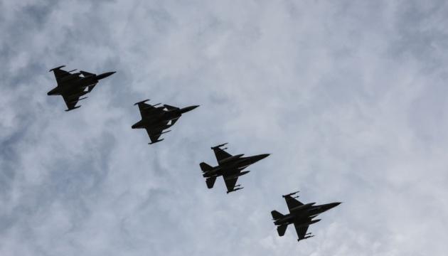 Винищувачі НАТО над Балтикою двічі супроводжували російські військові літаки