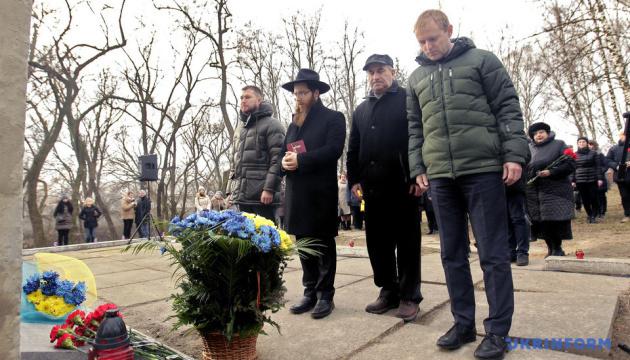 У Чернігові пам'ять жертв Голокосту вшанували в Березовому рову