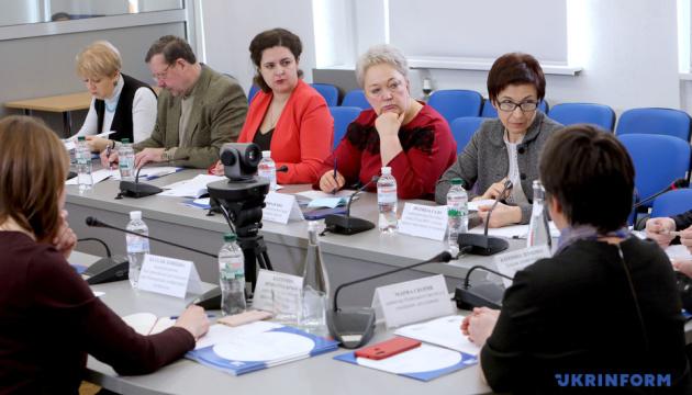 Працю жінок на шкідливому виробництві слід урегулювати законами – експерти