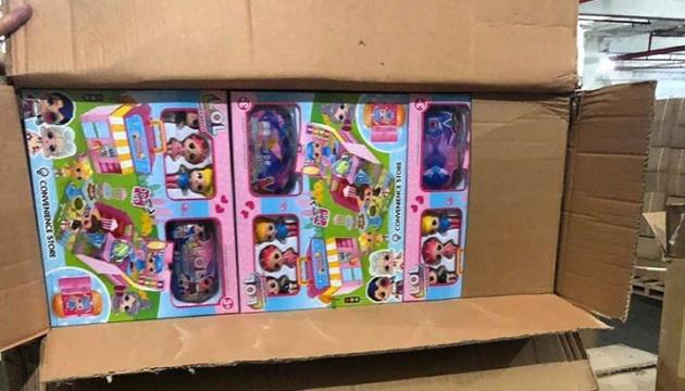 """Зеленський пропонує передати дитбудинкам 23 тонни іграшок, що """"застрягли"""" у порту на Одещині"""