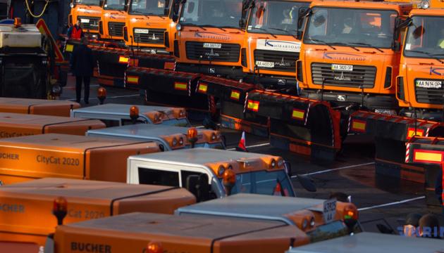 Головні дороги України прибирають 1530 одиниць техніки